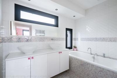 Vente Maison / Villa BORDEAUX SAINT AUGUSTIN Grande maison familiale moderne de 5 chambres avec piscine