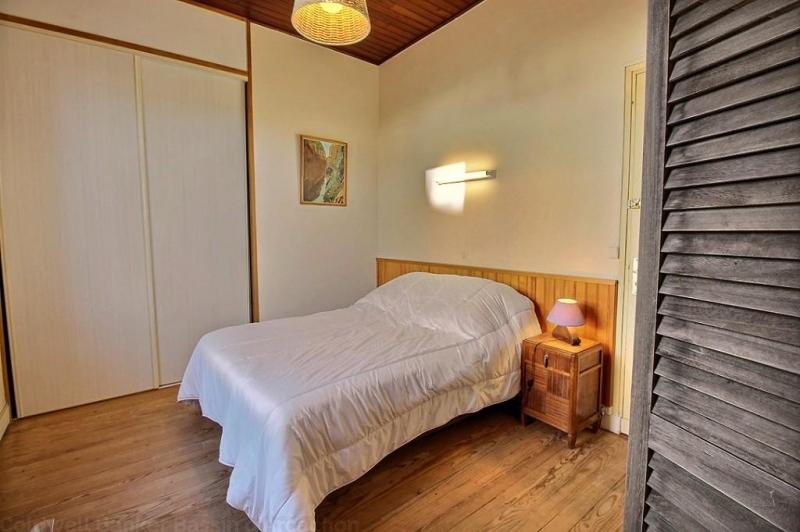 Location villa CAP-FERRET PLEIN CENTRE 4 chambres - 8 personnes en première ligne bassin accès direct plage