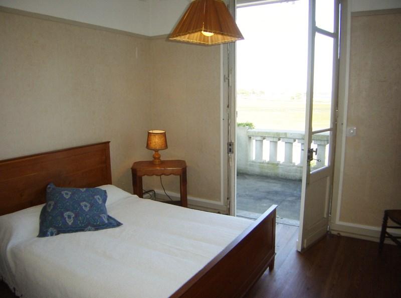 Location villa CAP-FERRET LE MIMBEAU  4 chambres - 8 personnes en première ligne bassin vue sur la conche accès direct plage