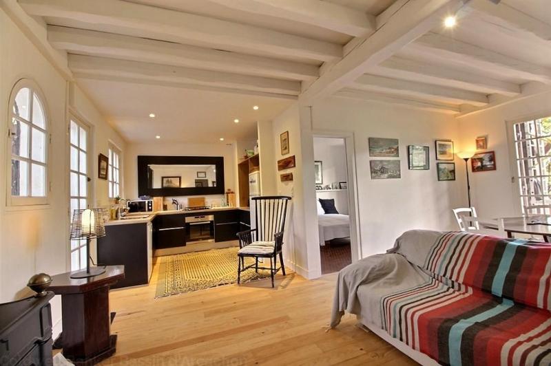 Location villa PIRAILLAN  4 chambres - 8 personnes - entièrement rénovée - en position dominante