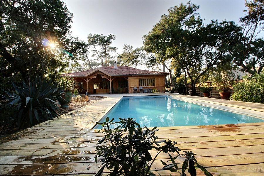 Location villa bois avec piscine au centre du Cap-Ferret