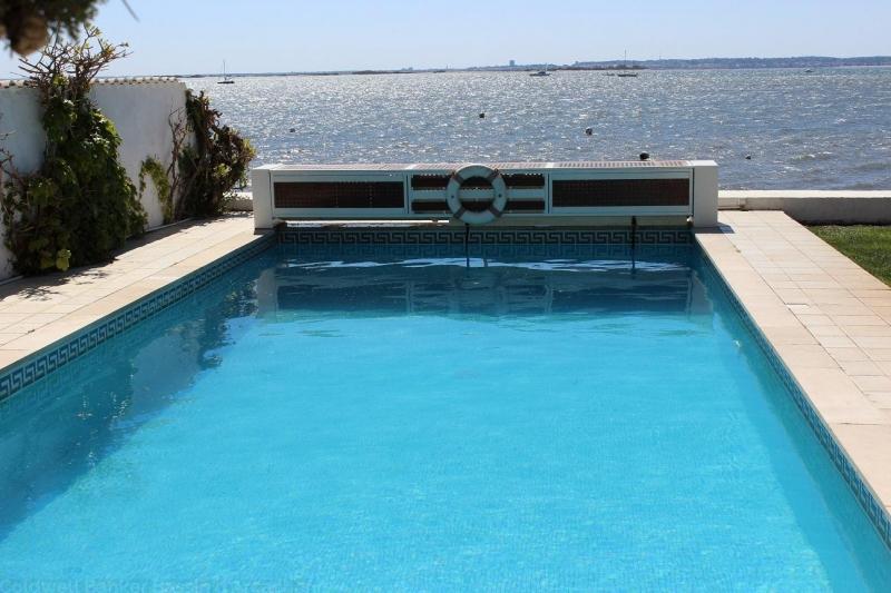 locations saisonnières avec piscine et vue exceptionnelle sur le Bassin d'Arcachon