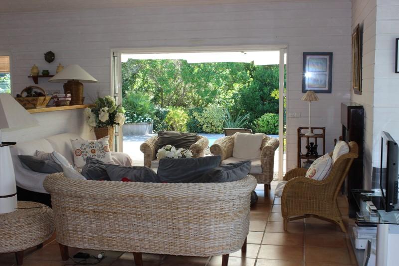 A proximité du cap-ferret superbe villa à louer avec piscine
