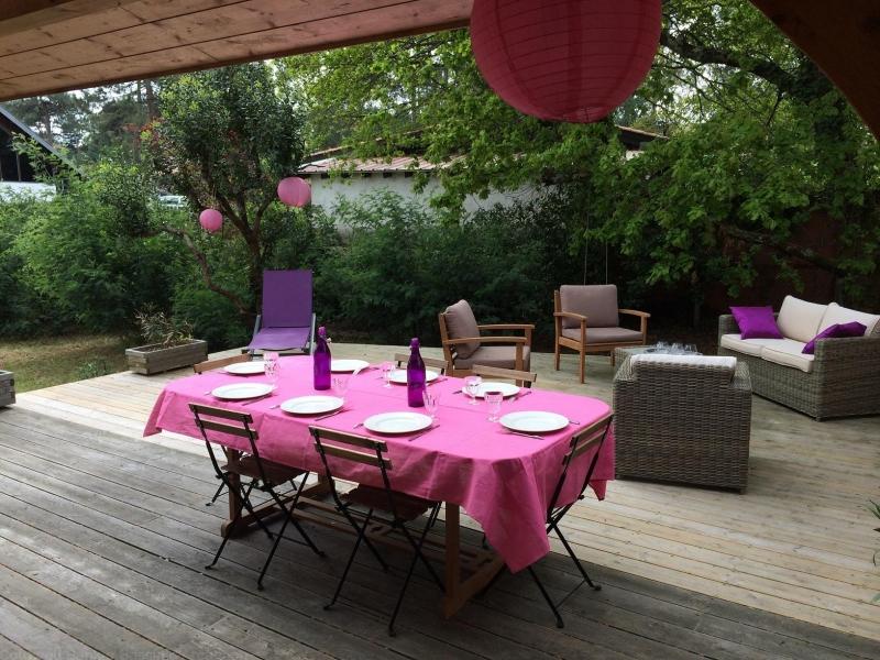 Jolie villa en bois avec terrasse à louer cet été proche du Cap-Ferret