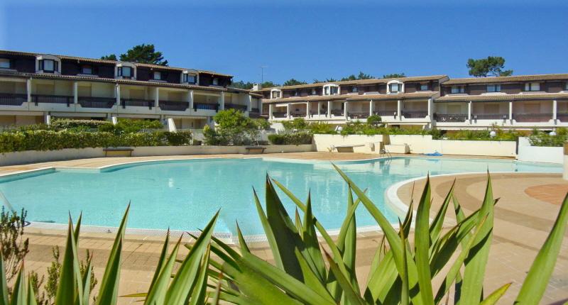 A louer centre du Cap-Ferret dans résidence avec piscine