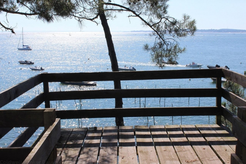 exceptionnel vue sur le bassin d'Arcachon pour cette villa à louer cet été