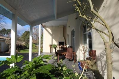 Recherche maison familiale 4 chambres avec piscine chauffée 20 minutes de Bordeaux saint aubin de medoc