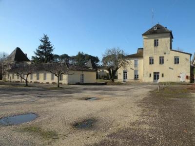 Chateau à vendre au sud de Bordeaux sur une grande propriété