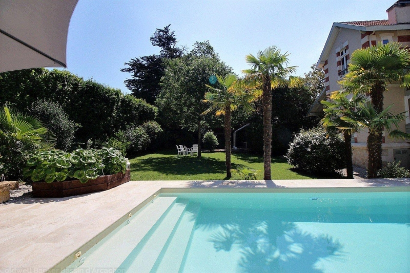 Arcachon quartier recherché villa familiale de standing à la vente avec piscine
