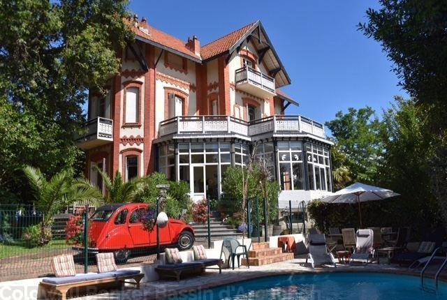 Authentique villa arcachonnaise à vendre dans la ville d'hiver à 800 mètres de la plage pereire