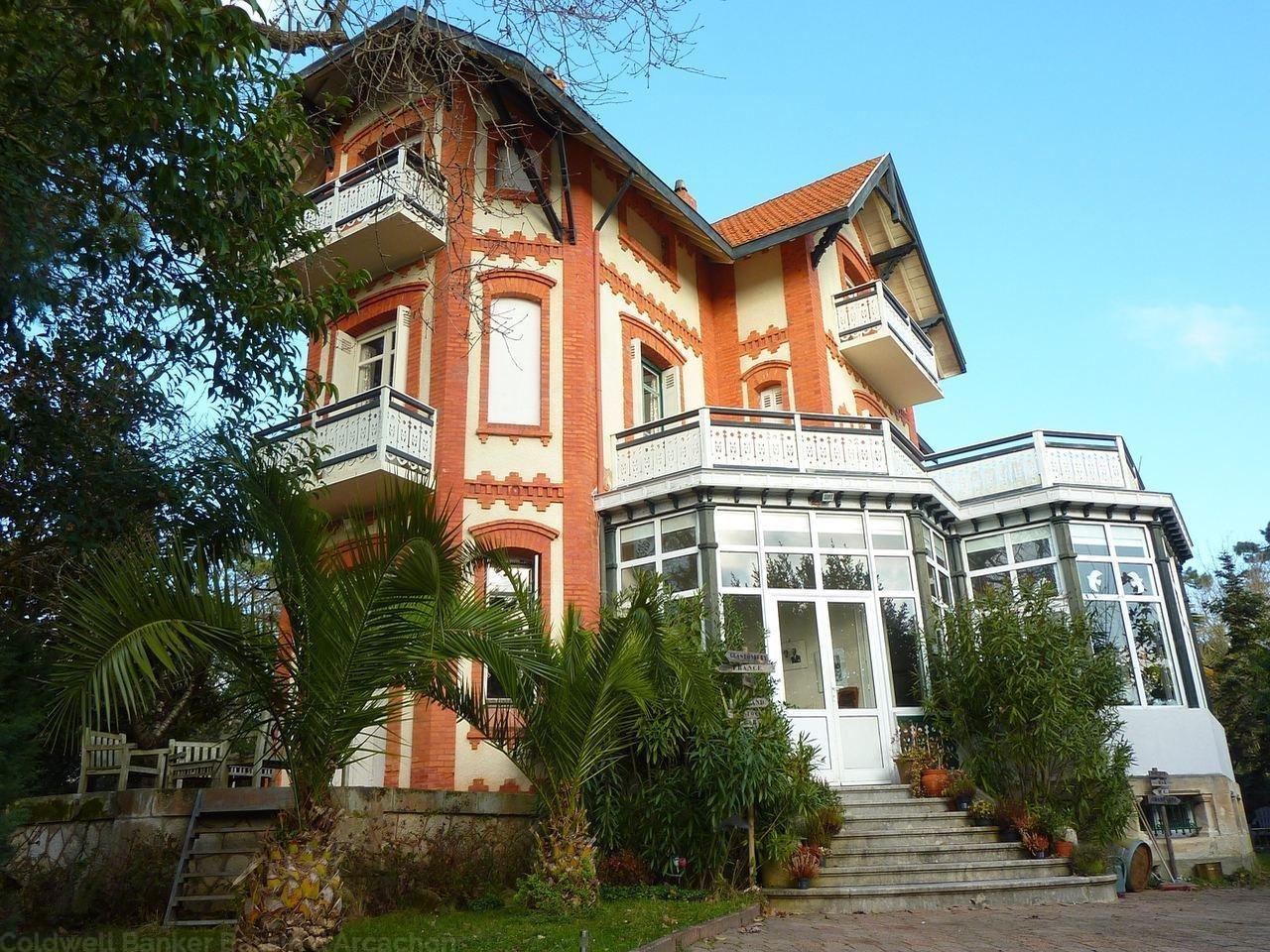 A vendre villa arcachonnaise historique proche pereire et plage