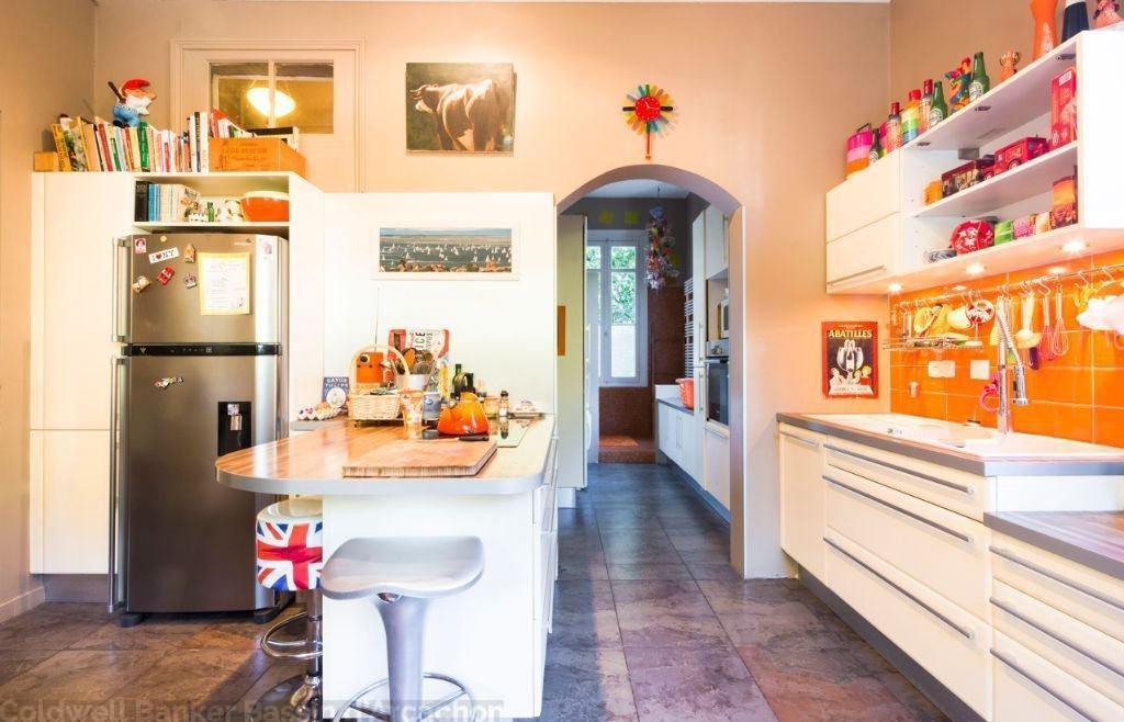 A vendre villa située dans la ville d'hiver à Arcachon composée de 11 chambres