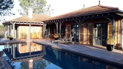 Villa d'architecte en bois à vendre à La teste de buch proche Pyla sur Mer avec piscine