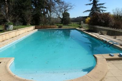 acheter un manoir avec piscine proche de Bordeaux avec 6 chambres sur grand terrain