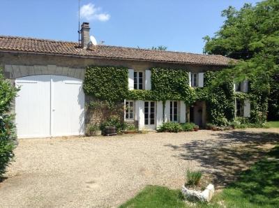Vente maison villa proche bordeaux blaignac 45 min de for Maison de l enfance bordeaux