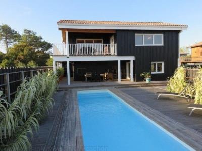 acheter une villa en bois avec vue Bassin et piscine à Gujan La Hume