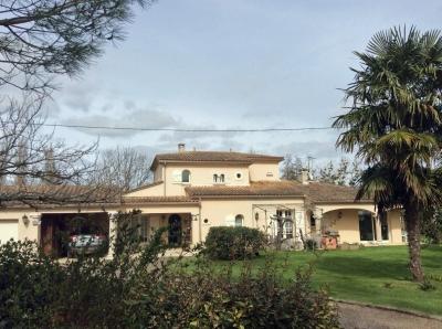 Villa récente de prestige avec 4 chambres et piscine à Bergerac