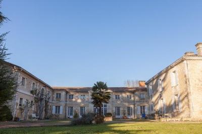 demeure de maitre à vendre sur grande propriété avec piscine chauffée proche Bordeaux