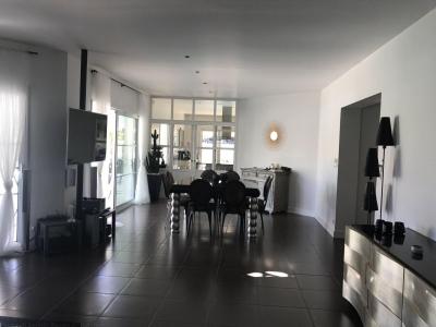 Acheter maison contemporaine avec piscine 4 chambres avec garage proche bordeaux mérignac