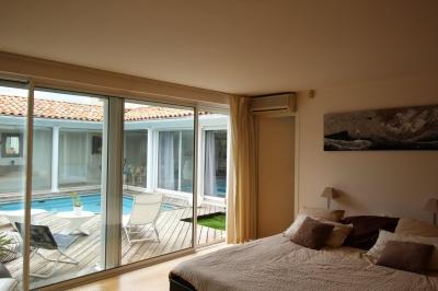 Maison organisée autour d'un patio et coin piscine à vendre à Bordeaux caudéran
