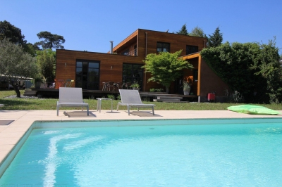 Villa d'architecte en bois à vendre 5 chambres avec piscine à Bordeaux Merignac