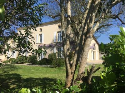 Maison de maître en parfait état de plus de 400 m2 habitables à vendre près de Bordeaux à la campagne