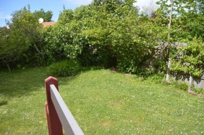 Jardin dans villa basque au cap ferret pour des vacances idéales proche plage et commerces à pieds