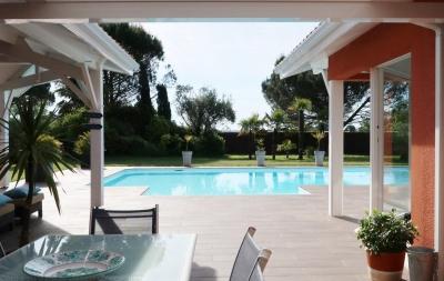 Maison de plain pied à vendre à Langon près de Bordeaux avec piscine et spa intérieur
