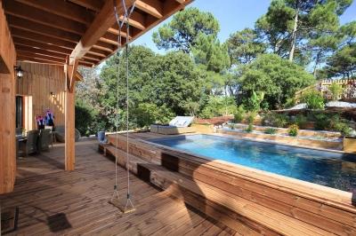 Villa à l'esprit vacances avec terrasses et piscine à vendre pyla sur mer