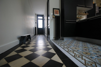 Echoppe carreaux de ciment parquet bordeaux