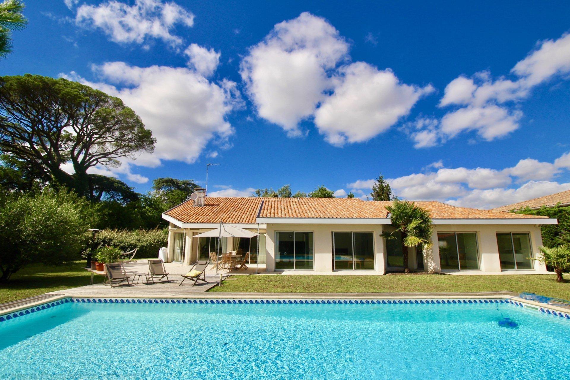Maison plain-pied 4 chambres avec piscine a vendre proche bordeaux a merignac