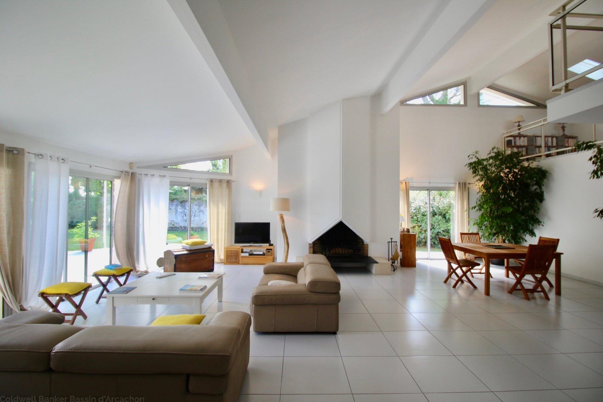 vente maison familiale 4 chambres plain pied avec jardin et piscine près bordeaux a merignac