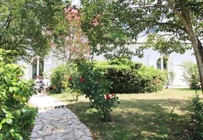maison familiale plus 1000 m2 terrain et piscine a vendre proche bordeaux