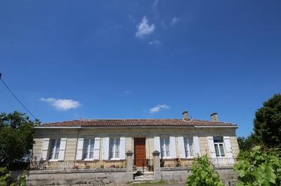 Recherche propriété viticole composée de 2 maisons en blayais saint ciers de canesse