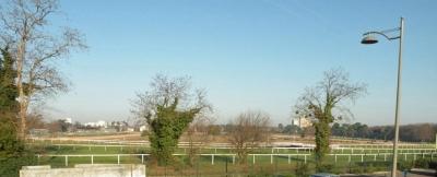 Villa à vendre au Bouscat proche Bordeaux avec vue dégagée sur le champ de course