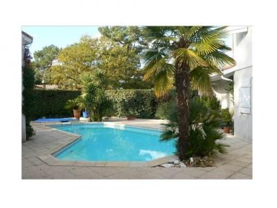 piscine d'une villa contemporaine Arcachon
