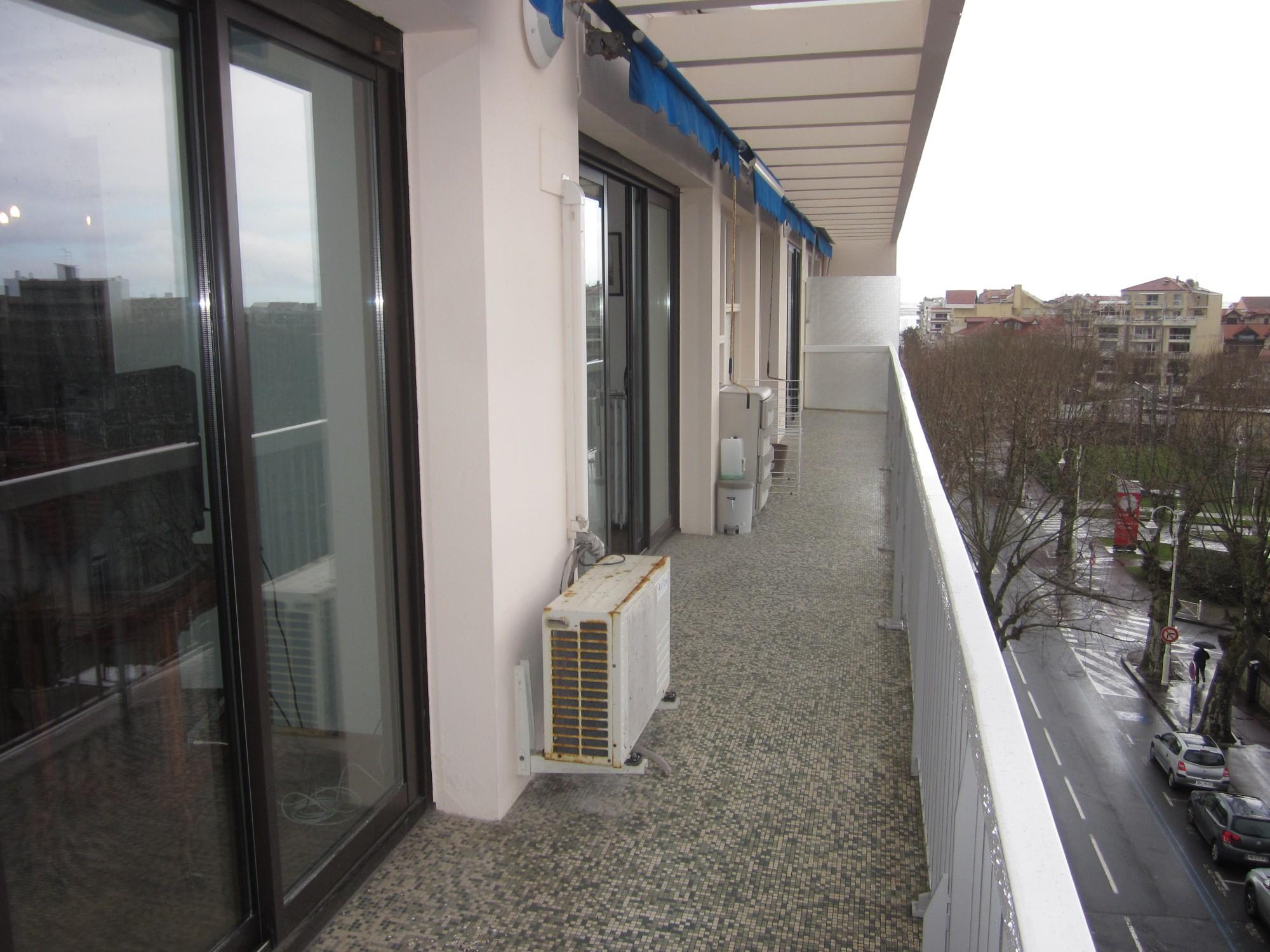 grand balcon appartement T3 centre ville d'arcachon