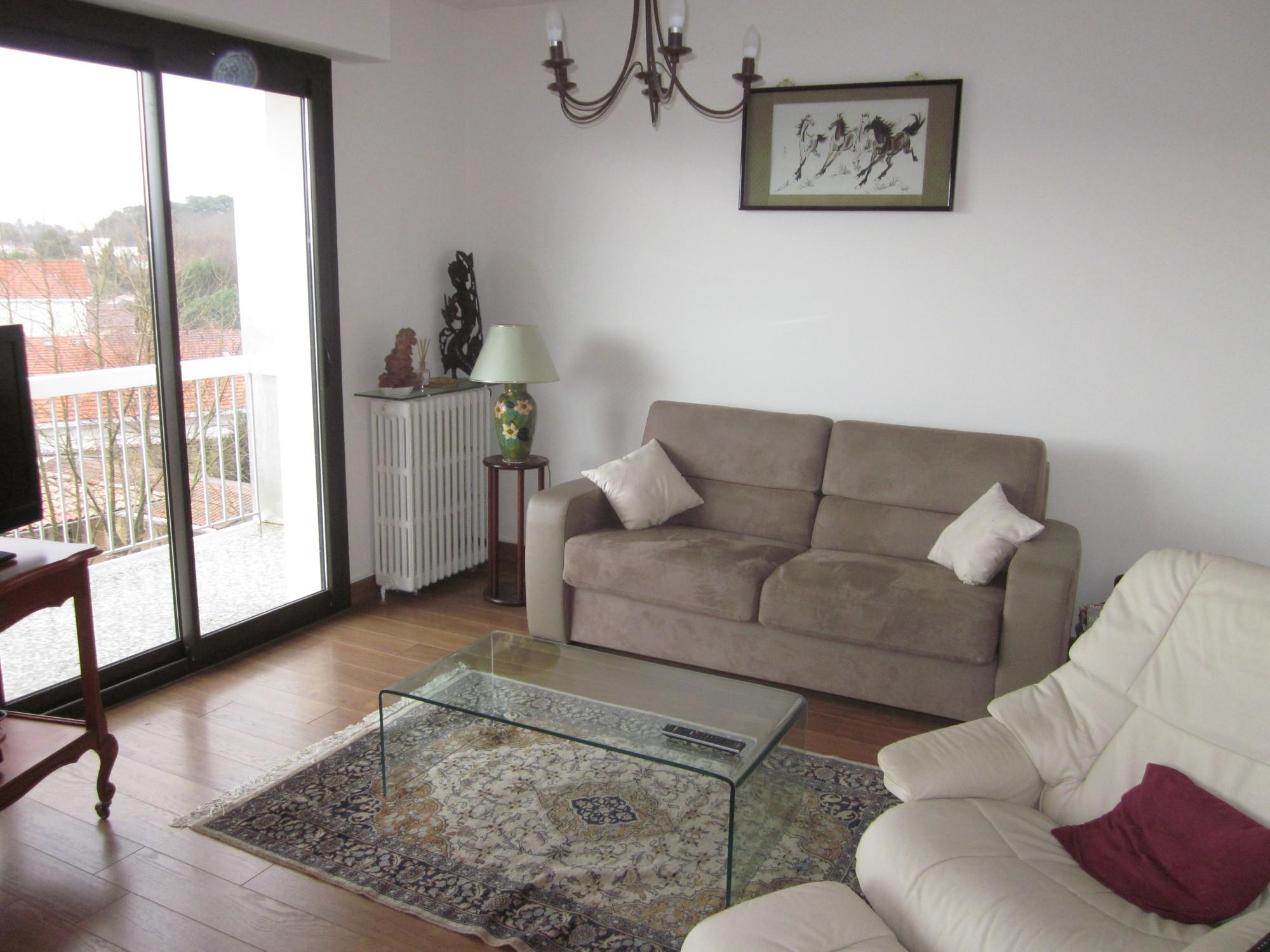 séjour spacieux lumineux appartement T3 arcachon centre
