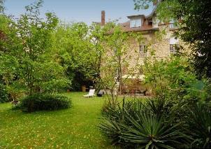 Villa située dans un grand parc à vendre