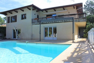 Pool house villa pyla sur mer dominant la pinède