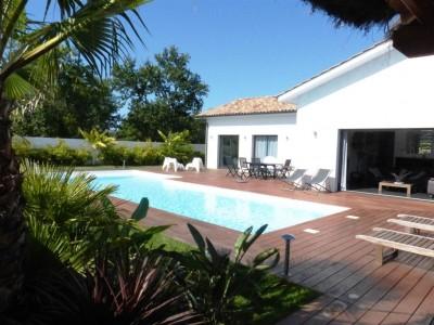 villa avec grande terrasse et piscine en vente proche Arcachon
