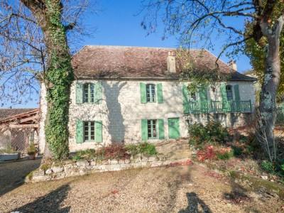 acheter une ferme rénovée 6 chambres dans village calme Dordogne