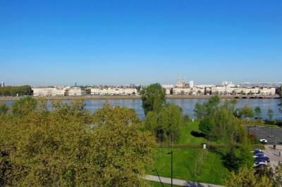 Appartement neuf à vendre à Bordeaux Darwin de 4 chambres avec terrasse et vue sur le fleuve